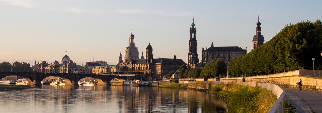 Eindrucksvoll und lohnenswert - ein Spaziergang entlang der Elbe mit Blick auf die historische Altstadt