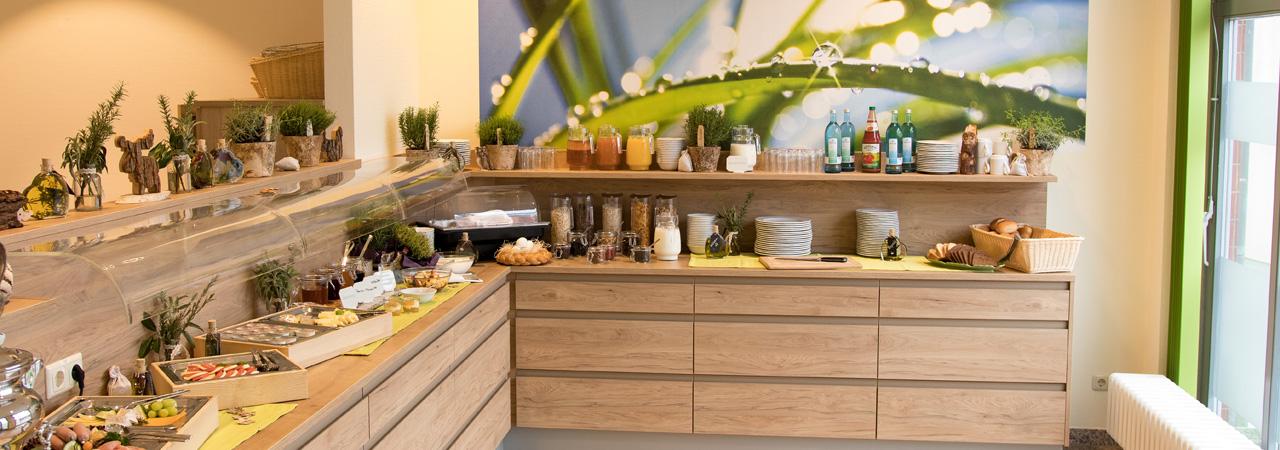"""Vielseitig und lecker - das Frühstücksbuffet im """"Kräuterberg'l"""" bereitet einen guten Start in den Tag"""