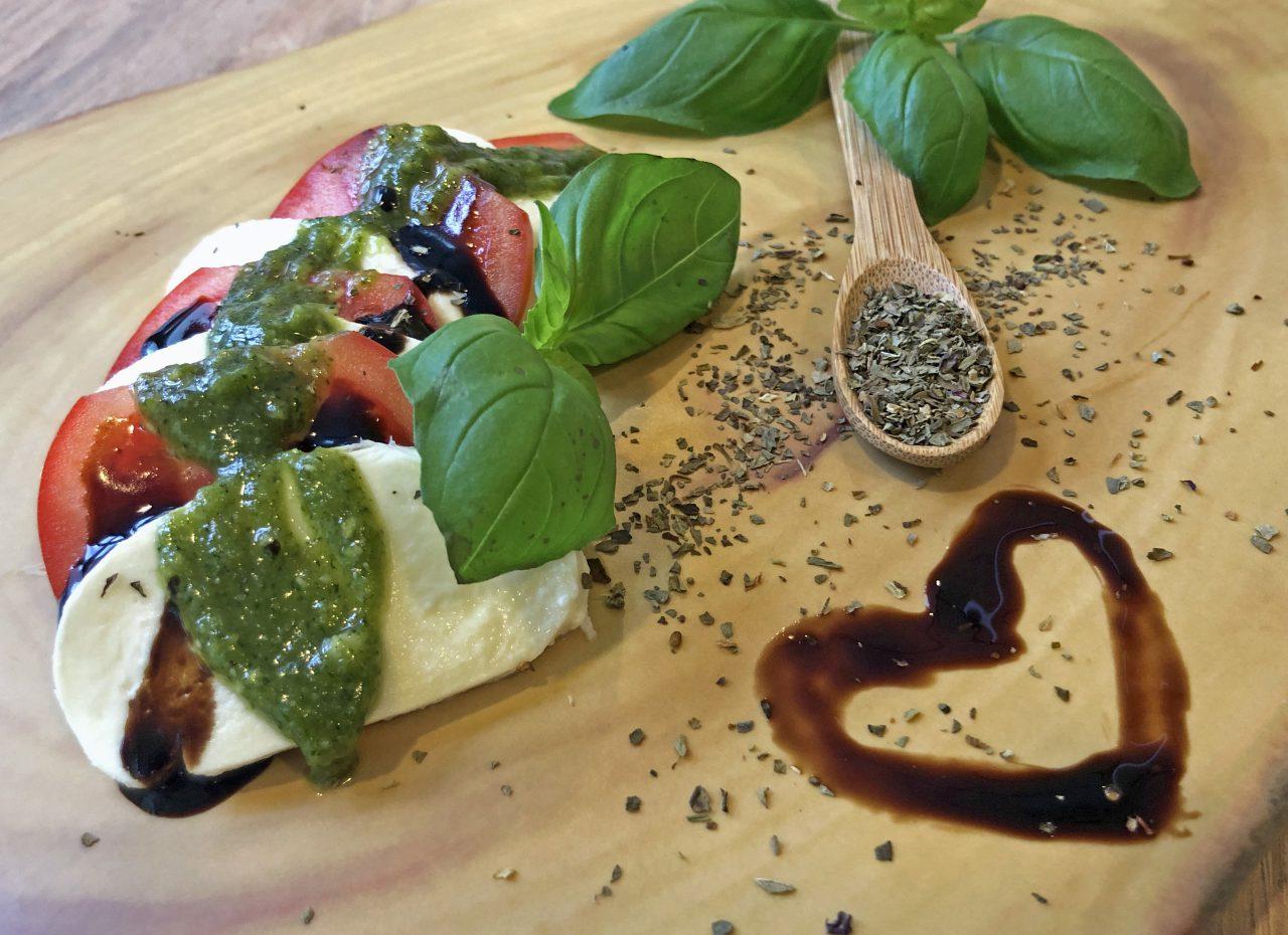 Basilikumpesto mit Tomate-Mozzarella-Duett